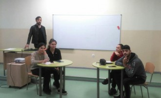 """Учениците от СУ """"Трайко Симеонов"""" дебатират на тема """"""""Образование и/или брак"""""""""""